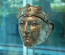 De bronzen portretkop van keizer Trajanus bevindt zich in het Museum Het Valkhof in Nijmegen.