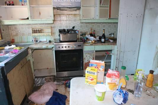 De keuken werd smerig en vol vaatwerk, voeding en drank achtergelaten.
