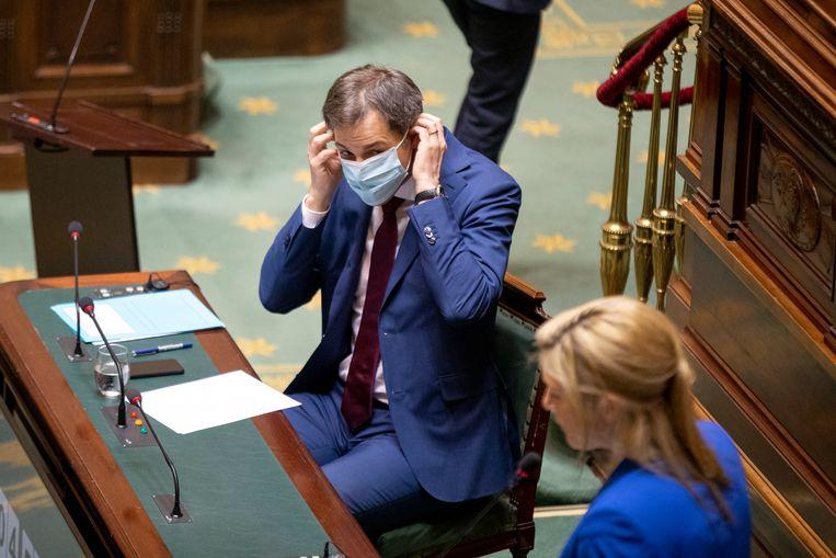 Premier Alexander De Croo en minister van Binnenlandse Zaken Annelies Verlinden moesten in het parlement heel wat vragen beantwoorden, nu een rechter de coronamaatregelen heeft veroordeeld. Beeld BELGA