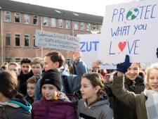 Honderden scholieren in Zutphen de straat op: 'We luisteren niet naar Moeder Natuur'