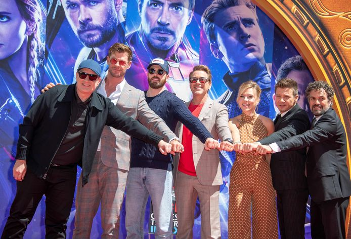 Van links naar rechts: president of Marvel Studios/Producer Kevin Feige, Chris Hemsworth, Chris Evans, Robert Downey Jr., Scarlett Johansson, Mark Ruffalo en Jeremy Renner.