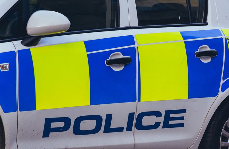 Het incident vond plaats in het zuidwesten van Londen. De politie pakte drie mensen op voor poging tot doodslag.