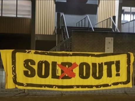 'Sol(d) out!': NAC-aanhang strooit zout in Tilburgse wond in aanloop naar derby