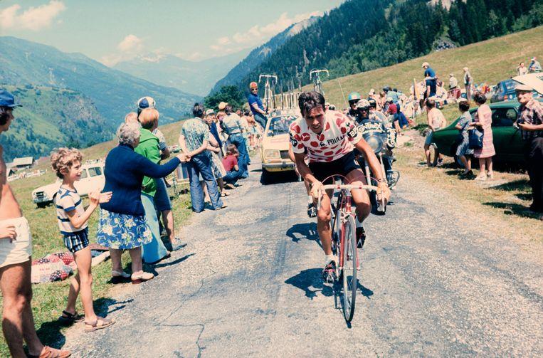 Lucien Van Impe in 1977 tijdens een klim in de Ronde van Frankrijk. Beeld AFP
