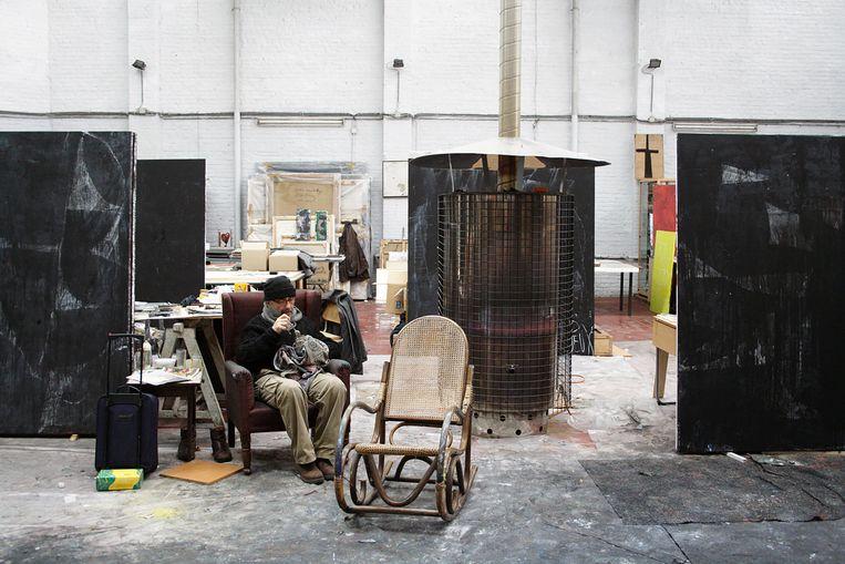 Philippe Vandenberg in zijn atelier in Molenbeek, 2008. © Wouter Cox Beeld Wouter Cox