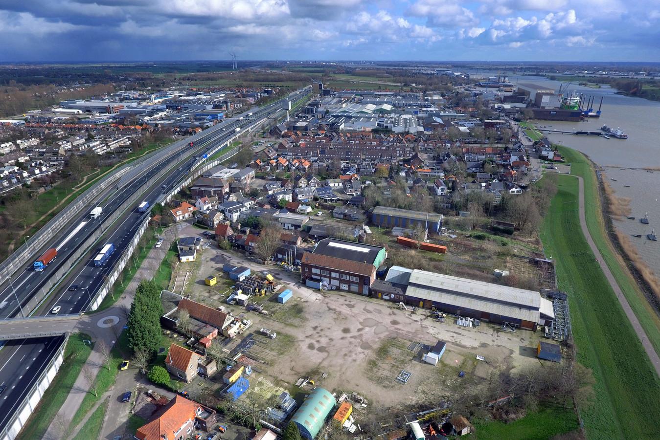 De plek waar de nieuwe wijk De IJzergieterij moet komen.