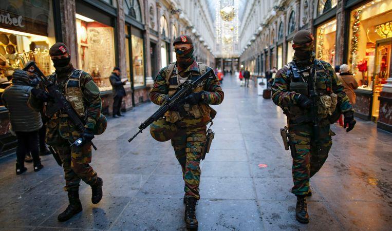 Archiefbeeld: Soldaten in de straten van Brussel. Beeld EPA