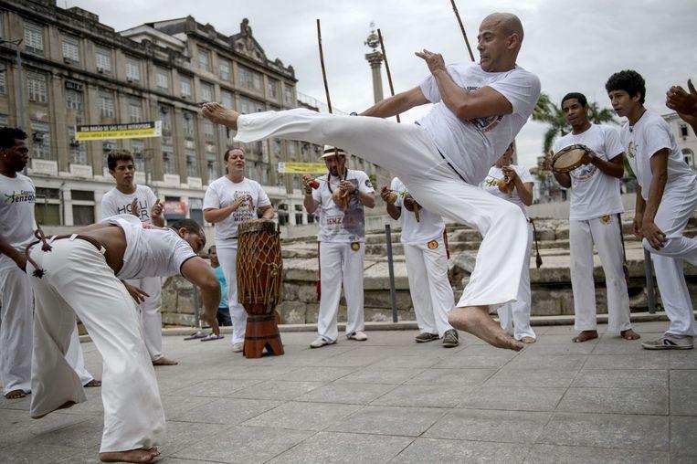 De capoeira is een intensieve, Braziliaanse vecht-dans. Toch zullen ook de ouderen zich niet laten kennen.