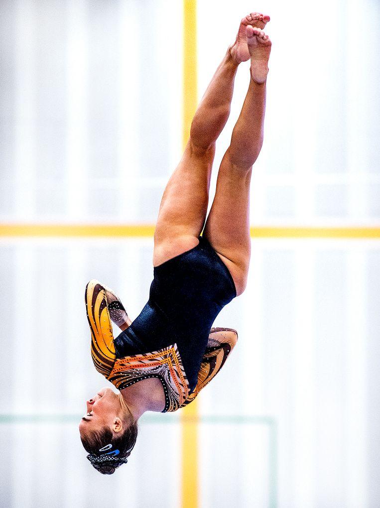 Eythora Thorsdottir tijdens een oefening op de balk bij en drielandenwedstrijd in 2019.  Beeld Klaas Jan van der Weij / de Volkskrant