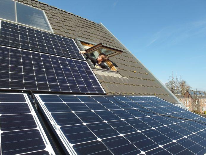 Menig dak is al volgezet met zonnepanelen, zoals hier in De Glind.