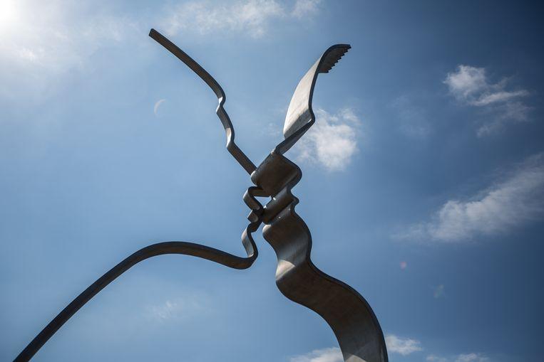 De Kus van Jeroen Henneman: misschien wel het meest geliefde kunstwerk van de Bijlmer. Beeld Eva Plevier