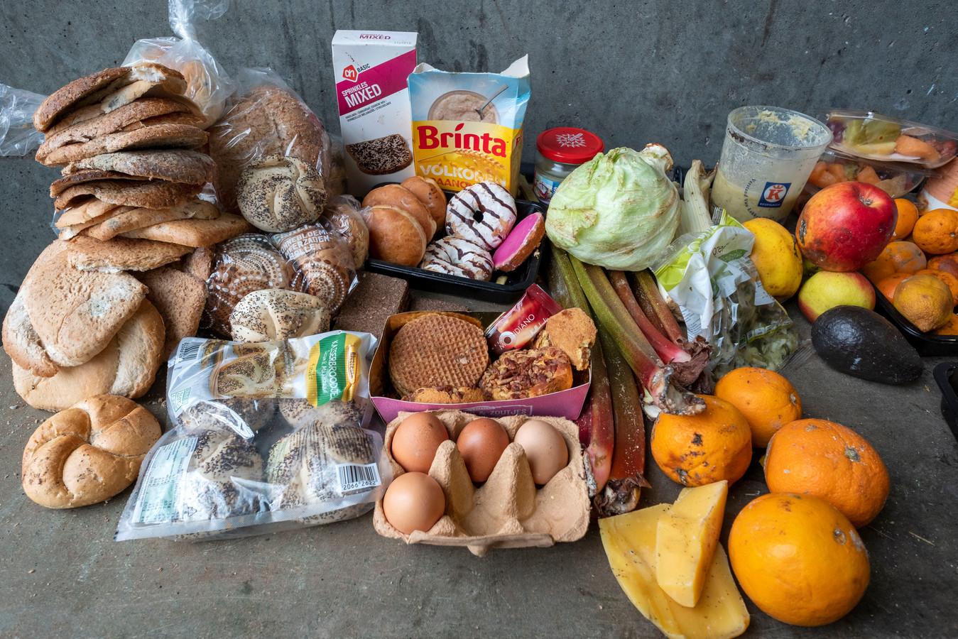 Eetbaar voedsel dat het Voedingscentrum vond in het afval bij een test in mei 2019.