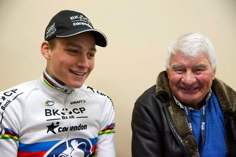 Mathieu Van Der Poel met Raymond Poulidor. Beeld Photo News