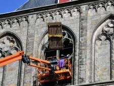 Galmgat in toren van Oldenzaalse Plechelmusbasiliek geopend voor plaatsing van nieuwe besklok