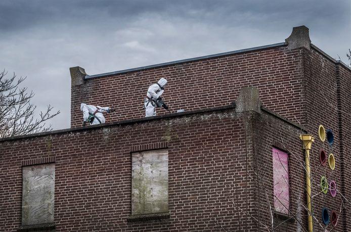 Bij de oude MAVO annex kringloopwinkel aan de Picardie in Gennep is men begonnen met de asbestverwijdering. Hierna zal het gebouw gesloopt worden.