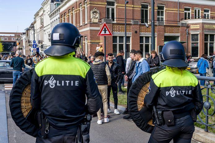 De politie en Mobiele Eenheid traden dinsdagavond op in de binnenstad van Breda.