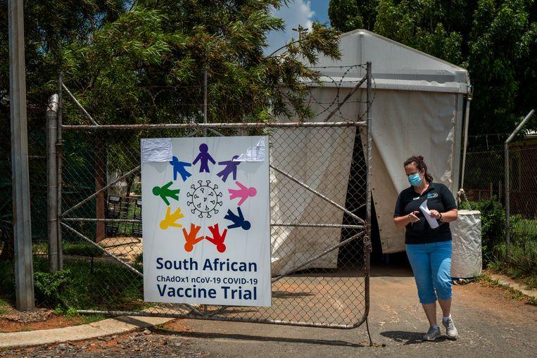 Een vaccinatietent buiten Soweto's Chris Sani Baragwanath ziekenhuis in Johannesburg. Beeld AP