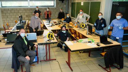 Vrijwilligers maken ingezamelde laptops gebruiksklaar voor leerlingen