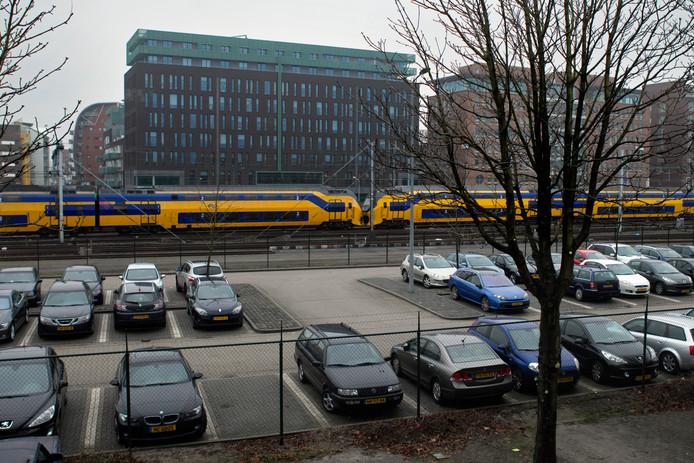 De parkeergarage aan de Maijweg is binnenkort ook beschikbaar voor omwonenden. Daarmee verdwijnen de parkeerplaatsen op de Maijweg en wordt deze opnieuw ingericht en afgesloten voor doorgaand verkeer naar de garage.