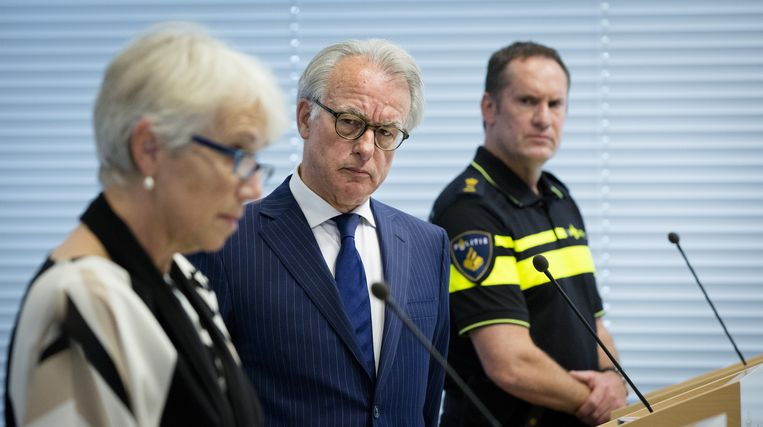 Kitty Nooy (OM), Burgemeester Jozias van Aartsen van Den Haag en Paul van Musscher (politie) tijdens een persconferentie naar aanleiding van de rellen in de Schilderswijk. Beeld anp