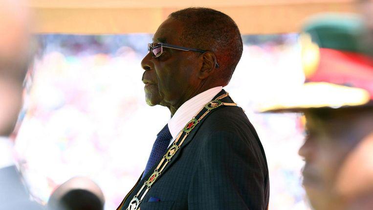 De Zimbabwaanse president Robert Mugabe, wiens politieke positie in een rap tempo verzwakt. Beeld anp