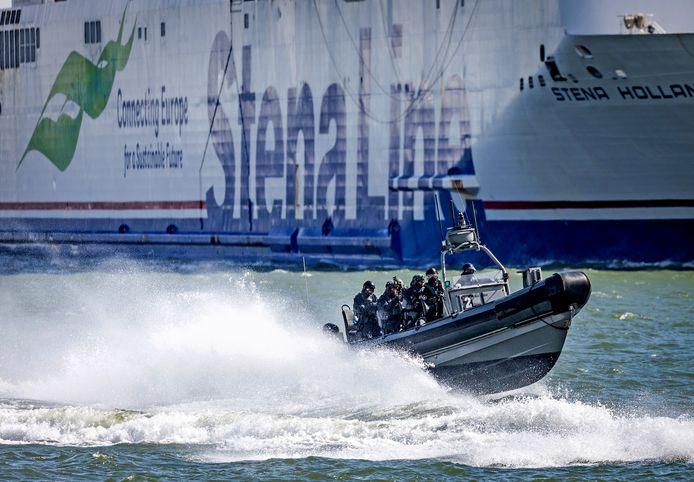 Hoek van Holland was vandaag het domein van de Dienst Speciale Interventies (DSI) van de politie, de Koninklijke Marine en de Koninklijke Luchtmacht.