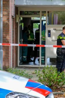Politie treft overleden vrouw aan in woning in Rotterdam, man (44) aangehouden: 'Het wordt steeds gekker hier'