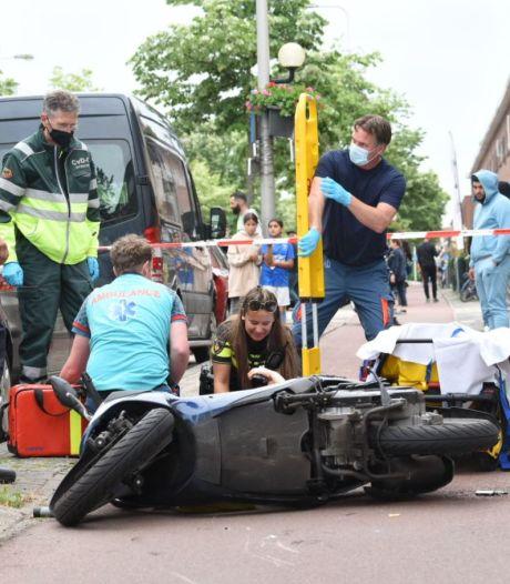 Zwaargewonde bij botsing op Utrechtse Rijnlaan: scooterrijder knalt op voetganger