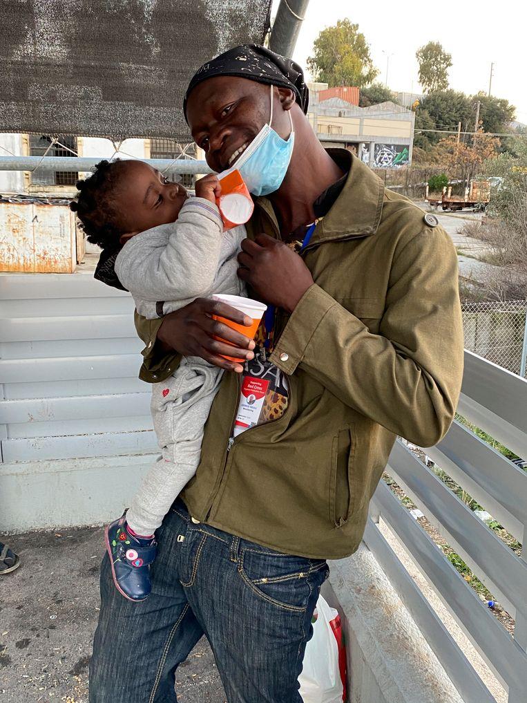 Cedrik Nkulu met dochtertje Angela. Beeld Thijs Kettenis