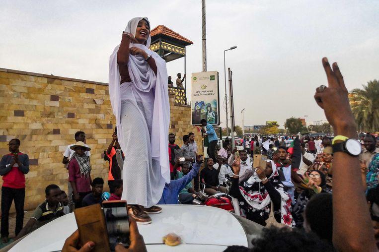 Alaa Salah geeft het protest in Soedan een gezicht. Beeld AFP