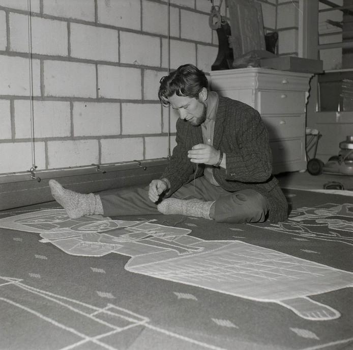 De naamgever van de prijs,  Wim Suermondt (1927-2008) aan het werk