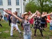 LIVE | Bedrijfsartsen worstelen met aanpak coronaklachten, muzikale anti-corona flashmob in Arnhem