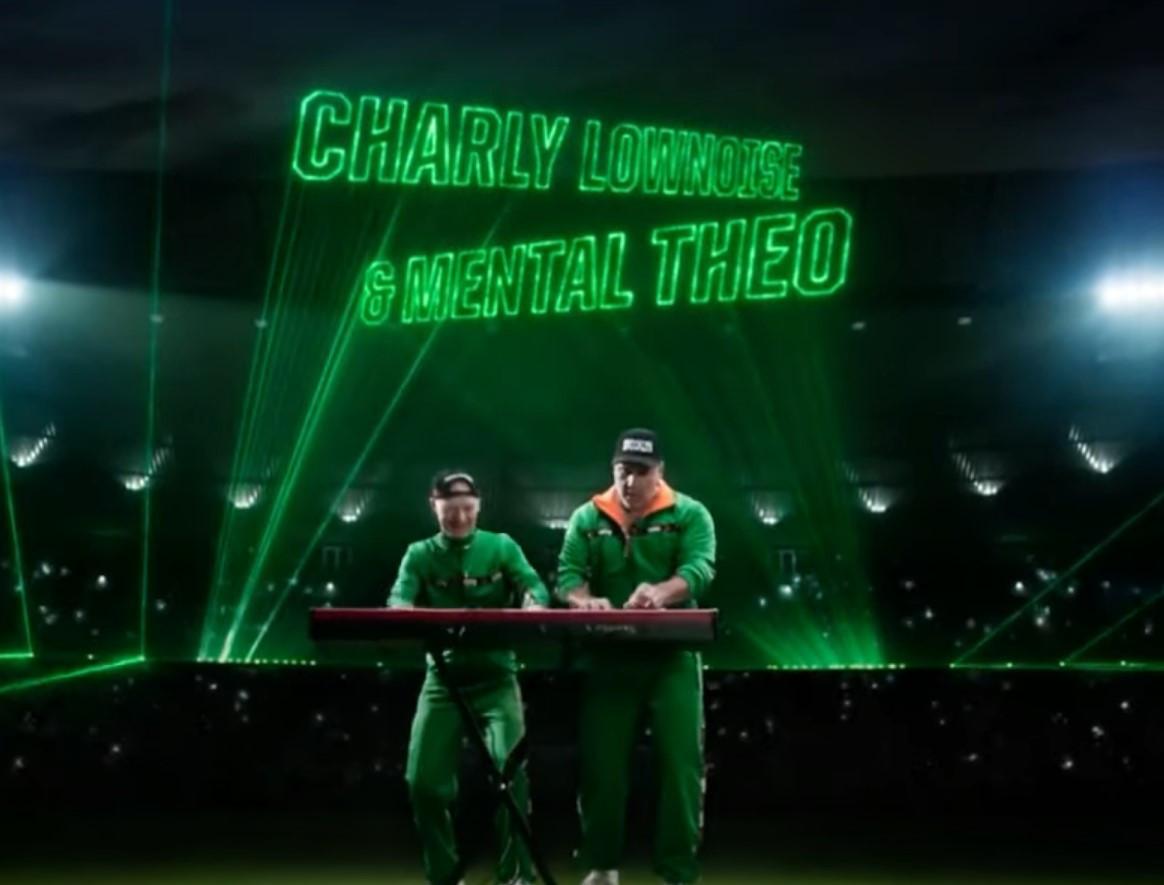 Charly Lownoise (links) & Mental Theo in het reclamefilmpje van Koning Toto.