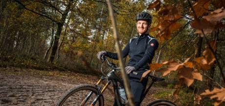 Zo zorgt Berno (41) ervoor dat mountainbikers niet meer zomaar het bos in worden gestuurd