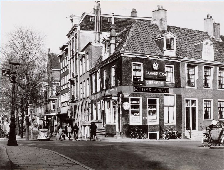 Hoek Spiegelgracht en Tweede Weteringdwarsstraat in 1958. Beeld Overbeek, J.A.