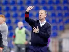 Van den Brom overleeft crisisberaad en blijft aan als coach van RC Genk