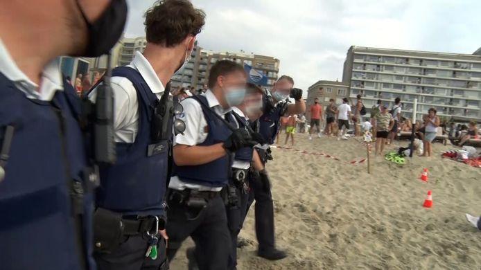 De Vlaamse politie greep zaterdag tegen strandhooligans in Blankenberge. De rellen op het strand zorgden voor grote publieke en politieke verontwaardiging in België.