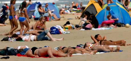 Waarom niemand meer topless durft (en vroeger wel)