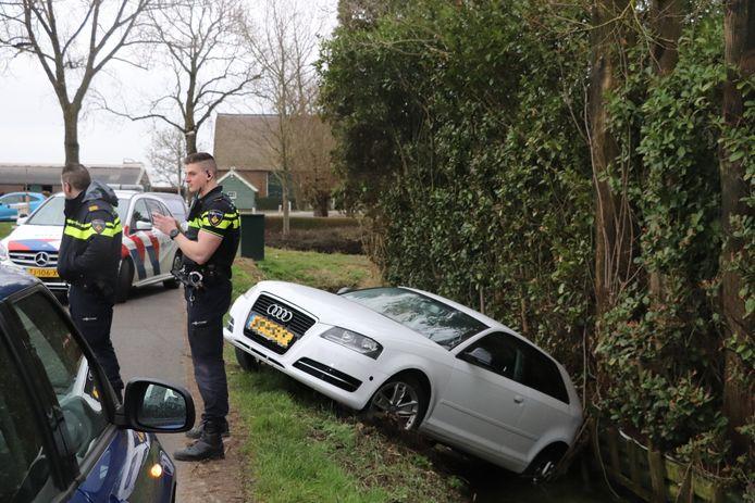 De witte Audi hield in ieder geval een 'natte kont' over aan aan het eenzijdige ongeval.