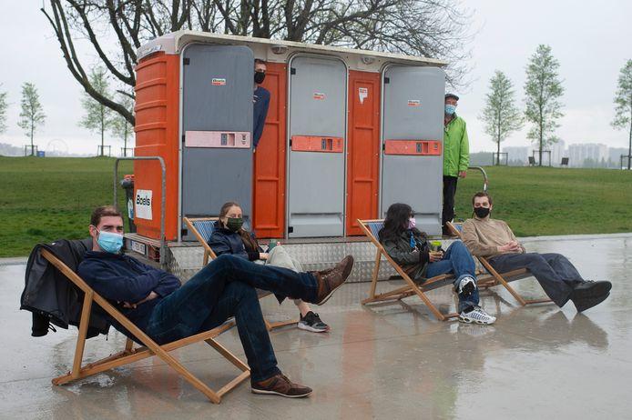 Een mooiweerplan voorstellen in een felle regenbui: dat nam de PVDA er maandag er graag bij in het Droogdokkenpark.