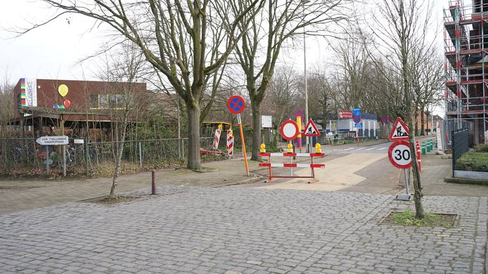 De Sint-Elisabethstraat is afgesloten. Ook afslaand verkeer richting Beveren is niet meer mogelijk.