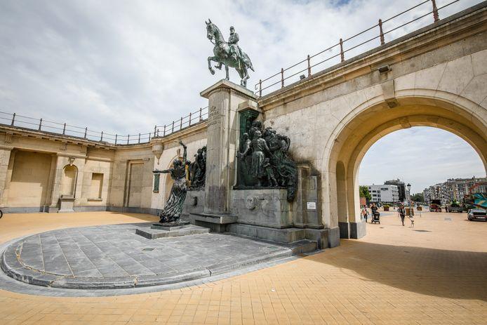 Dit beeld van Leopold II aan de Drie Gapers staat ter discussie.