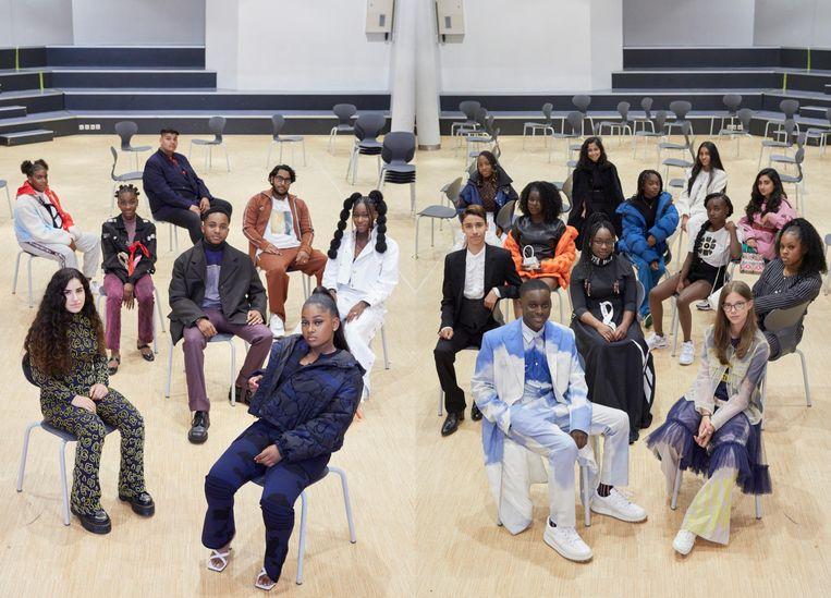 De leerlingen van de Open Schoolgemeenschap Bijlmer die meewerkten aan 'Vogue'. Beeld Blommers & Schumm