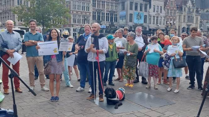 """Actie tegen bushaltesloop in Gent: """"De situatie is al erg genoeg zonder dat er 5.000 haltes verdwijnen"""""""