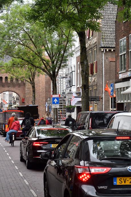 Ondernemers en bewoners zijn blij met autoluwe Kamp: 'Het gaat er drastisch anders uitzien'