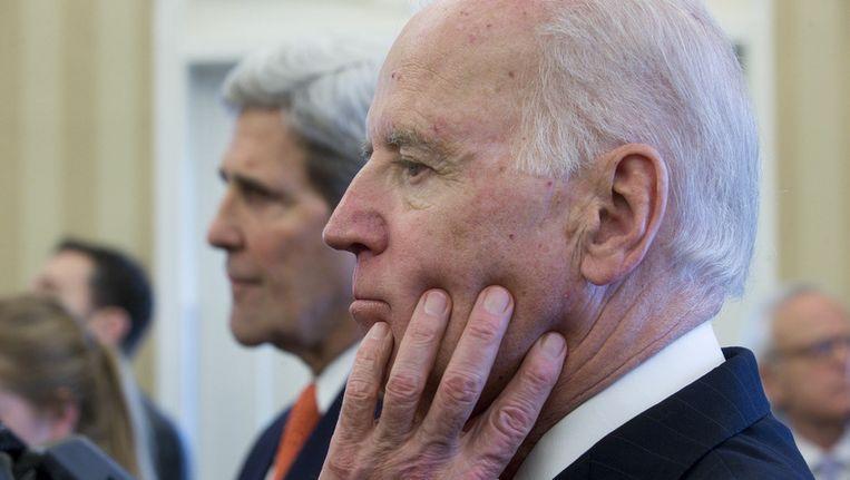 De Amerikaanse vicepresident Joe Biden, met op de achtergrond minister van Buitenlandse Zaken John Kerry. Beeld getty