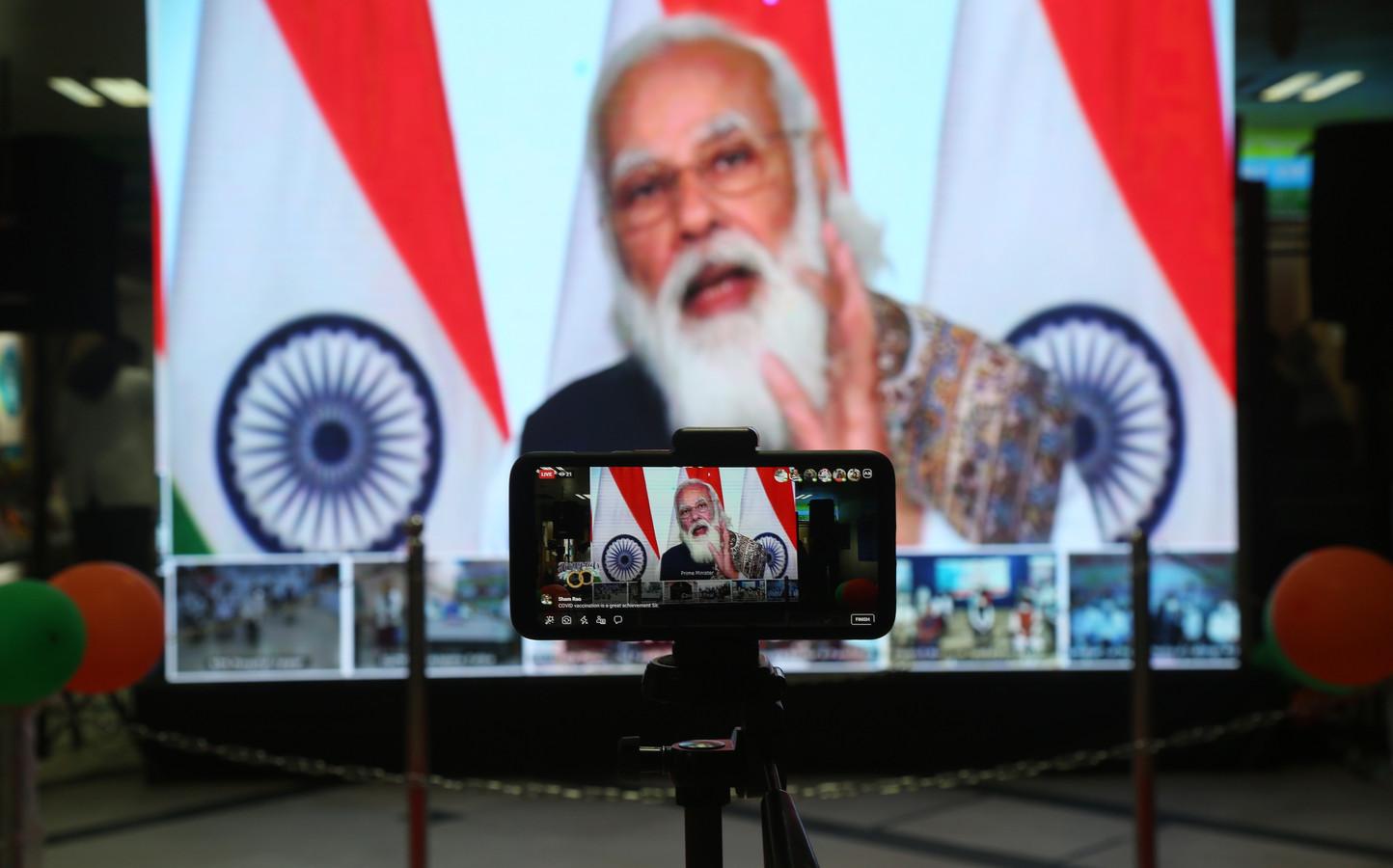 Premier Narendra Modi spreekt het land toe bij het begin van de vaccinatiecampagne.