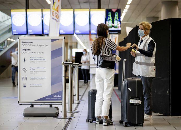 Vakantiegangers die besmet terugkeerden deden volgens burgemeester Luc Deconinck (N-VA) van Sint-Pieters-Leeuw het aantal coronabesmettingen ook stijgen.