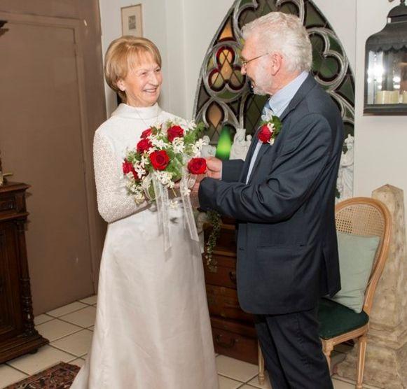 Hilda paste nog perfect in haar origineel trouwkleed.