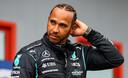 Lewis Hamilton is tevreden na de kwalificatie.